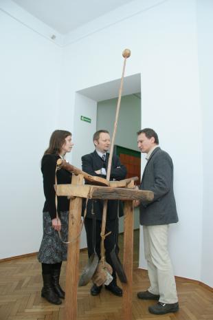 Od lewej x, Dariusz Klementowicz (Archiwum Uniwersytetu Łódzkiego), Wojciech Goczkowski (kier. Działu Edukacji)