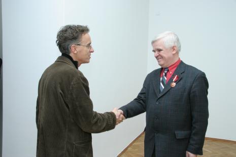 Grzegorz Musiał (Galeria 86 w Łodzi) i dr Jacek Ojrzyński (wicedyrektor ms)