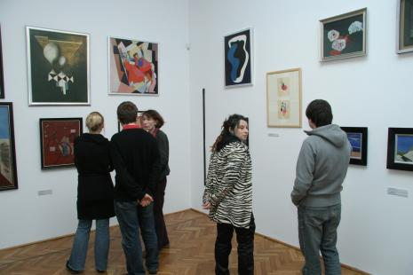 Od lewej x, x, Anna Saciuk-Gąsowska (Dział Sztuki Nowoczesnej), Katarzyna Drobner, x