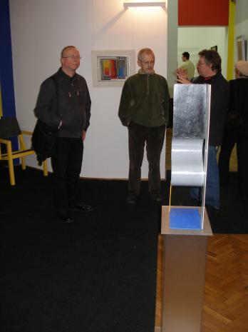 Od lewej Jerzy Grzegorski (Galeria Wschodnia w Łodzi), Edward Łazikowski, Adam Klimczak (Galeria Wschodnia w Łodzi)