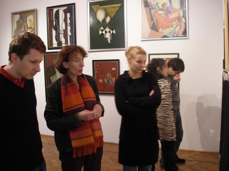 Druga z lewej Anna Saciuk-Gąsowska (Dział Sztuki Nowoczesnej)