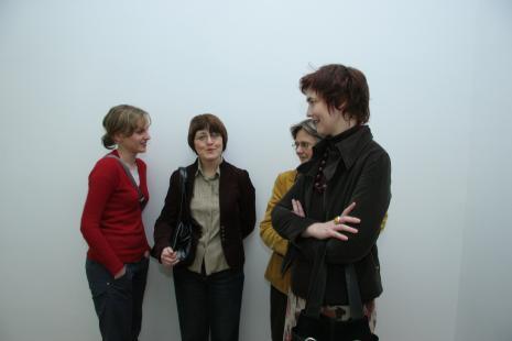 Od lewej Monika Wesołowska (Dział Realizacji Wystaw i Wydanictw), Dorota Berbelska (kier. Rezydencji Księży Młyn), x, Magdalena Michalska (Rezydencja Księży Młyn)