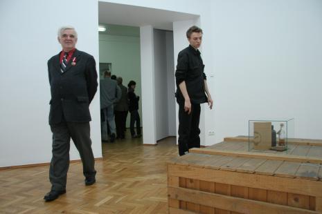Z lewej dr Jacek Ojrzyński (wicedyrektor ms)