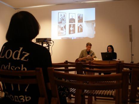 Przed wykładem, Zdenka Badovinac i tłumacz