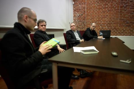 Od lewej Andrzej Leśniak (Uniwersytet Warszawski), prof. Ryszard Kluszczyński, Marek Wasilewski, Jarosław Lubiak (kier. Działu Sztuki Nowoczesnej)