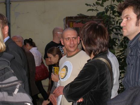 W środku Małgorzata Wiktorka (Dział Edukacji), w jasnej bluzie Bartek Smoczyński