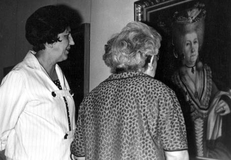 Z lewej dyr. Krystyna Kondratiuk (Muzeum Historii Włókiennictwa)
