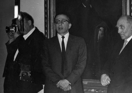 Przemawia dyr. Ryszard Stanisławski (ms), z prawej kustosz Michał Bohdziewicz (Dział Malarstwa Polskiego), kurator wystawy