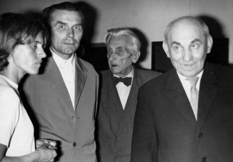 Od lewej Anna Kotynia (ms), Julian Kaczmarek (ms), Tomasz Klepa-Klepczyński (prezes TPSP w Łodzi), kustosz Michał Bohdziewicz (ms) - kurator wystawy