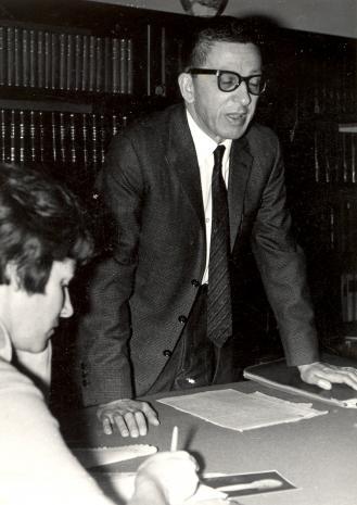 Red. Krystyna Tamulewicz (Polskie Radio), dyr. Rryszard Stanisławski (ms) podczas konferencji prasowej w bibliotece ms