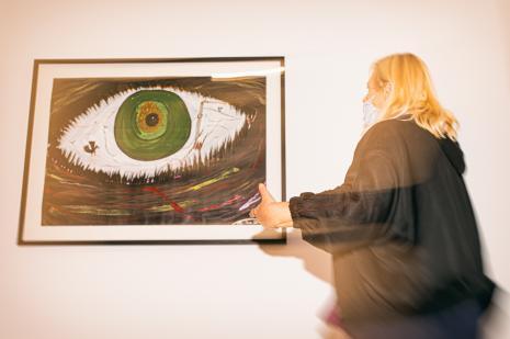 Kuratorka wystawy Maria Morzuch (Dział Sztuki Nowoczesnej)