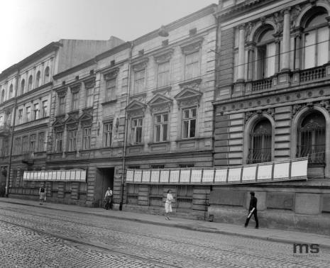 Praca Tadeusza Piechury na elewacji Muzeum Sztuki w Łodzi