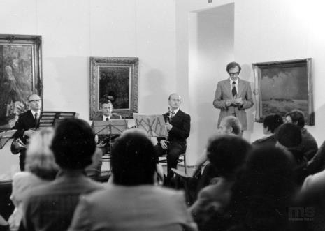 Piotr Krukowski (Teatr Nowy w Łodzi) zapowiada występ Kwintetu Instrumentów Dętych pod batutą Józefa Ciepłuchy