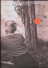 """Okładka folderu wystawy """"Czuła uwaga""""; zawiera czarno-białe zdjęcie uciekającej w głąb kadru dziewczyny; u góry, białą czcionką widoczne jest logo ms2, tytuł i daty wystawy w języku polskim i angielskim; obok znajduje się czerwony element graficzny"""