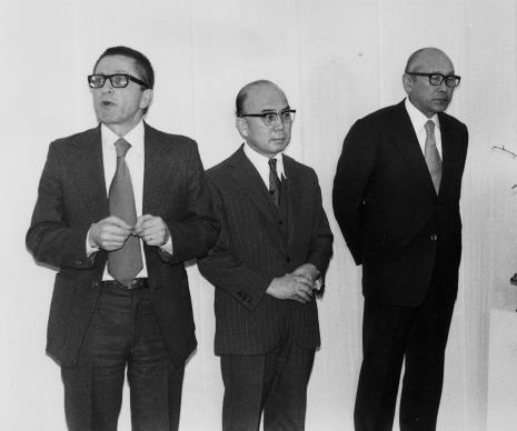 Dyr. Ryszard Stanisławski, ambasador Japonii, dyr. Masayoshi Honma (Muzeum Narodowe Sztuki Nowoczesnej w Osace)