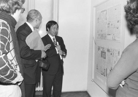 Od lewej Grzegorz Musiał (Dział Fotografii i Technik Wizualnych), dyr. Masayoshi Honma (Muzeum Narodowe Sztuki Nowoczesnej w Osace), dyr. Kaoru Momoeda (The Japan Art and Culture Association)