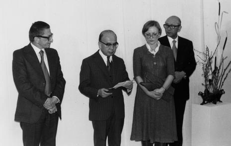 Od lewej dyr. Ryszard Stanisławski, ambasador Japonii, tłumaczka, dyr. Masayoshi Honma (Muzeum Narodowe Sztuki Nowoczesnej w Osace)
