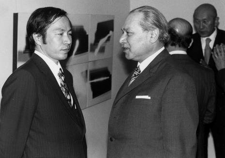 Dyr. Kaoru Momoeda (The Japan Art and Culture Association) i Ryszard Brudzyński (wicedyrektor ms), z tyłu po prawej dyr. Masayoshi Honma (Muzeum Narodowe Sztuki Nowoczesnej w Osace)