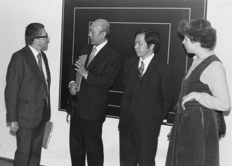 Od lewej dyr. Ryszard Stanisławski, dyr. Masayoshi Honma (Muzeum Narodowe Sztuki Nowoczesnej w Osace), dyr. Kaoru Momoeda (dyrektor The Japan Art and Culture Association), tłumaczka