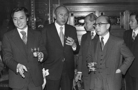 Od lewej x, dyr. Masayoshi Honma (Muzeum Narodowe Sztuki Nowoczesnej w Osace), dyr. Ryszard Brudzyński, ambasador Japonii, x
