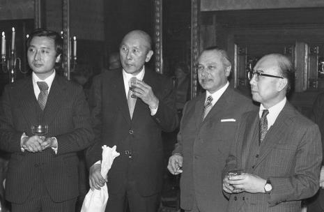 Od lewej x, dyr. Masayoshi Honma (Muzeum Narodowe Sztuki Nowoczesnej w Osace), dyr. Ryszard Brudzyński, ambasador Japonii