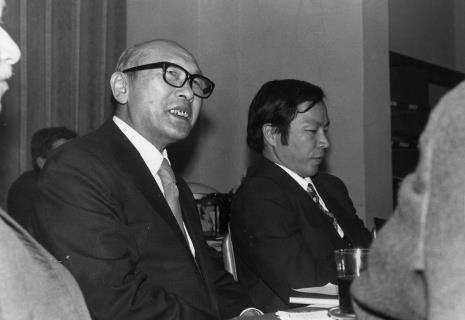 Konferencja prasowa w czytelni biblioteki Działu Dokumentacji Naukowej, dyr. Masayoshi Honma (Muzeum Narodowe Sztuki Nowoczesnej w Osace) i dyr. Kaoru Momoeda (dyrektor The Japan Art and Culture Association)