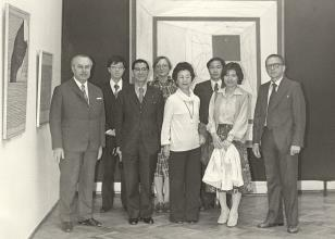 Ryszard Brudzyński (wicedyrektor ms), syn senatora Noro, senator Noro, tłumaczka, pani Noro, dyr. Kaoru Momoeda (The Japan Art and Culture Association), panna Noro, dyr. Ryszard Stanisławski