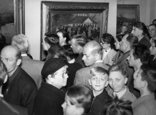 Wycieczka czytelników Expressu Ilustrowanego do Muzeum Sztuki w Łodzi