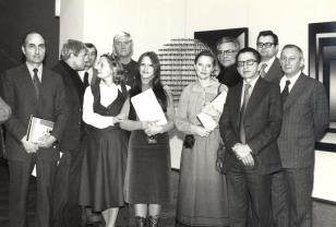 Dyr. Ryszard Stanisławski oprowadza wycieczkę plastyków i filmowców radzieckich po ms