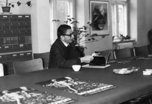 Konferencja prasowa w czytelni biblioteki Działu Dokumnetacji Naukowej, dyr. Ryszard Stanisławski