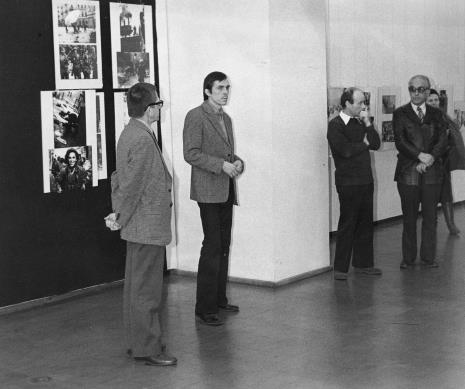 Od lewej dyr. Ryszard Stanisławski, dr Adam Sobota (kustosz Działu Fotografii Muzeum Narodowego we Wrocławiu), dyr. Bernard Kepler (BWA w Łodzi), x