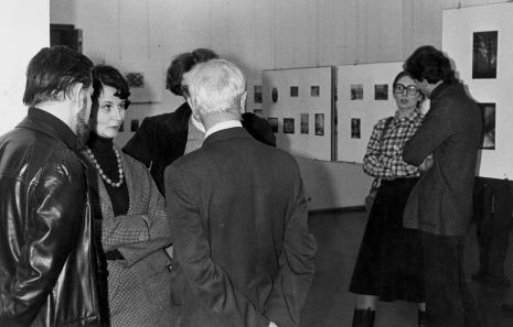 Od lewej x, Urszula Czartoryska (Dział Fotografii i Technik Wizualnych), z prawej w okularach Janina Bojarska (Dział Rysunku i Grafiki Nowoczesnej)