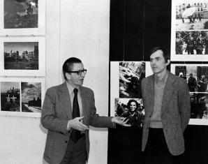Dyr. Ryszard Stanisławski, dr Adam Sobota (kustosz Działu Fotografii Muzeum Narodowego we Wrocławiu)