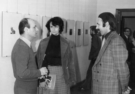 Od lewej dyr. Bernard Kepler (BWA w Łodzi), Urszula Czartoryska (Dział Fotografii i Technik Wizualnych), Grzegorz Sztabiński