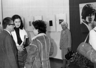 Od prawej dyr. Ryszard Stanisławski,  Ewa Marciniak (KŁ PZPR),  Megi Pepeu (Komitet Centralny Komunistycznej Partii Włoch)