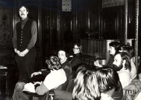 Douglas Davis na odczycie w sali odczytowej ms