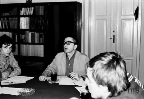 Konferencja prasowa w czytelni biblioteki Działu Dokumentacji Naukowej, od lewej Lech Lechowicz (Dział Fotografii i Technik Wizualnych), Alexander Honory