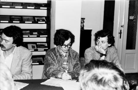 Konferencja prasowa w czytelni biblioteki Działu Dokumentacji Naukowej, od lewej x, Grzegorz Musiał i Lech Lechowicz (Dział Fotografii i Technik Wizualnych)