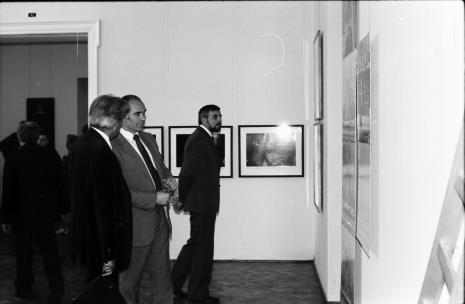 W środku dyr. Bogdan Rymaszewski (Ministerstwo Kultury i Sztuki)