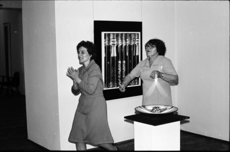 Pracownice obsługujące galerię: Jadwiga Woźniak i Wanda Kukuła