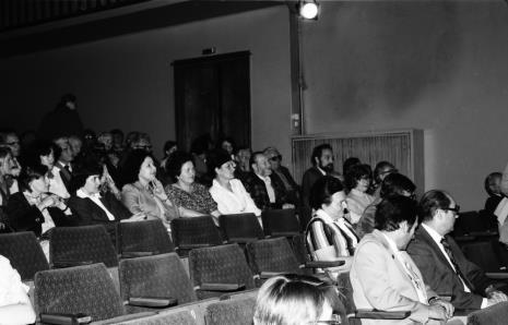 Spotkanie w Teatrze Nowym w Łodzi, w czwartym rzędzie od lewej Bożena Pieniążek (Dział Głównego Inwentaryzatora), Anna Pustelnik (kawiarnia), Aniela Samborska (obsługa galerii), Helena Kornacka (obsługa galerii), x, Jan Łukasik