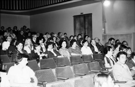 Spotkanie w Teatrze Nowym w Łodzi, pierwsza z lewej Teresa Koprowska (Sekretariat), pierwszy z prawej Prezydent Łodzi (Józef Niewiadomski)