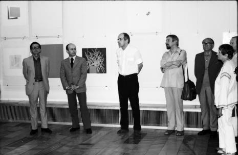 Od lewej dyr. Ryszard Stanisławski, dyr. Bernard Kepler (BWA w Łodzi), dr Janusz Zagrodzki Dział Grafiki i Rysunku Nowoczesnego), Leszek Rózga, x, x