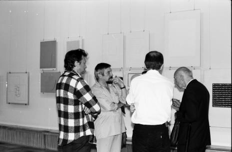 Z lewej artyści Krystyn Zieliński i Leszek Rózga, z prawej red. Mieczysław Jagoszewski (Dziennik Łódzki)