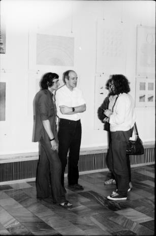 Od lewej x, dr Janusz Zagrodzki (Dział Grafiki i Rysunku Nowoczesnego), Zbigniew Warpechowski