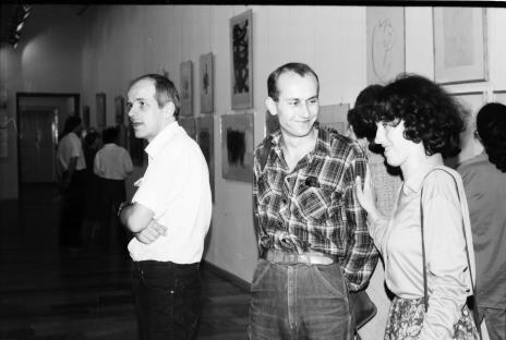 Od lewej dr Janusz Zagrodzki i Jaromir Jedliński (Dział Grafiki i Rysunku Nowoczesnego) oraz Hanna Grzeszczuk (Dział Sztuki Polskiej)