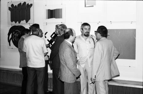 Grupa z prawej strony: dyr. Bernard Kepler (BWA w Łodzi), Leszek Rózga, dyr. Ryszard Stanisławski