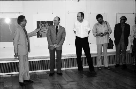 Od lewej dyr. Ryszard Stanisławski, dyr. Bernard Kepler (BWA w Łodzi), dr Janusz Zagrodzki (Dział Grafiki i Rysunku Nowoczesnego), Leszek Rózga, x