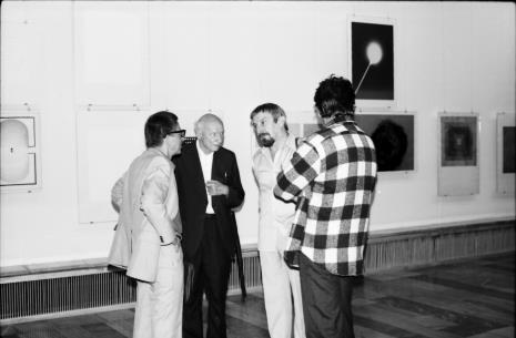 Od lewej dyr. Ryszard Stanisławski, red. Mieczysław Jagoszewski (Dziennik Łódzki), Leszek Rózga, Krystyn Zieliński