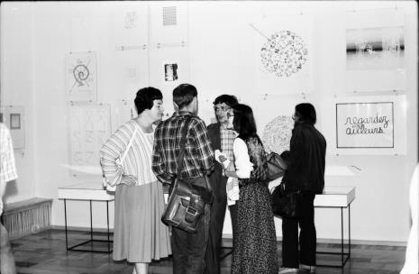 Od lewej Janina Ojrzyńska (Dział Naukowo - Oświatowy), tyłem Jaromir Jedliński (Dział Grafiki i Rysunku Nowoczesnego), x, Joanna Bojarska (Dział Grafiki i Rysunku Nowoczesnego), Edward Łazikowski